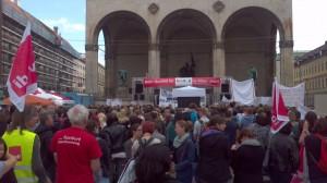 Demonstration für Kitas auf dem Odeonsplatz in München am 16. Juli 2012